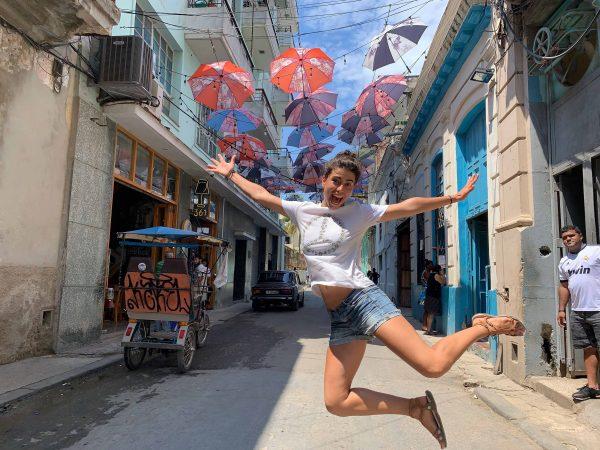 sombrillas paraguas calle lamparilla habana vieja